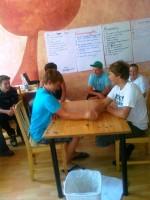 Armdrücken Teamwork